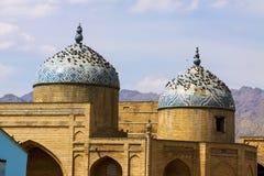 Colombes se reposant sur la mosquée antique Photographie stock libre de droits