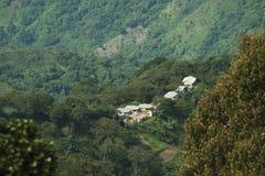 Colombia - bosättning i rainforesten av toppig bergskedja Nevada de Santa Marta Royaltyfri Fotografi