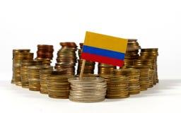 Colombia flagga med bunten av pengarmynt Royaltyfria Bilder