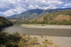 Colombia - Santa Fe de Antioquia - landskap @ Flodstrand de Occidente Royaltyfri Fotografi