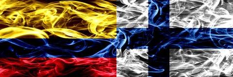 Colombia versus Finland, Finse zij aan zij geplaatste rookvlaggen Dik gekleurde zijdeachtige Finse rookvlaggen van Columbiaans en vector illustratie
