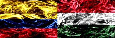 Colombia versus Hongarije, Hongaarse zij aan zij geplaatste rookvlaggen Dik gekleurde zijdeachtige rookvlaggen van Columbiaans en royalty-vrije illustratie