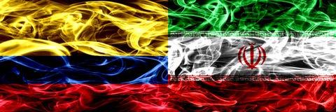 Colombia versus Iran, Iraanse zij aan zij geplaatste rookvlaggen Dik gekleurde zijdeachtige Iraanse rookvlaggen van Columbiaans e vector illustratie