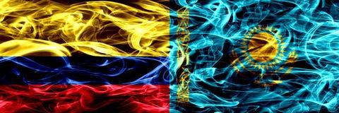 Colombia versus Kazachstan, Kazakhstani-zij aan zij geplaatste rookvlaggen Dik gekleurde zijdeachtige rookvlaggen van Columbiaans royalty-vrije illustratie