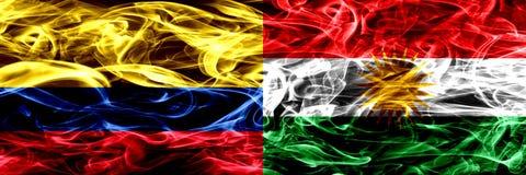 Colombia versus Koerdistan, Koerdische zij aan zij geplaatste rookvlaggen Dik gekleurde zijdeachtige rookvlaggen van Columbiaans  royalty-vrije illustratie