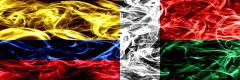 Colombia versus Madagascar, Madagascan-zij aan zij geplaatste rookvlaggen Dik gekleurde zijdeachtige rookvlaggen van Columbiaans  vector illustratie