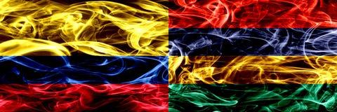 Colombia versus Mauritius, Mauritiaanse zij aan zij geplaatste rookvlaggen Dik gekleurde zijdeachtige rookvlaggen van Columbiaans stock illustratie