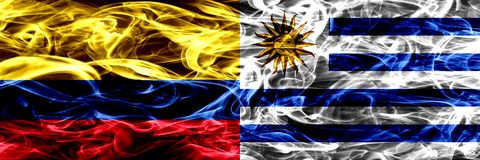 Colombia versus Uruguay, Uruguayan zij aan zij geplaatste rookvlaggen Dik gekleurde zijdeachtige rookvlaggen van Columbiaans en U vector illustratie