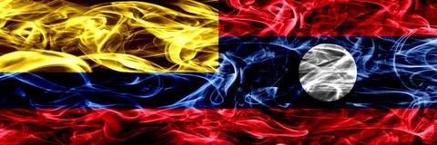Colombia versus zij aan zij geplaatste de rookvlaggen van Laos Dik gekleurde zijdeachtige rookvlaggen van Columbiaans en Laos stock illustratie