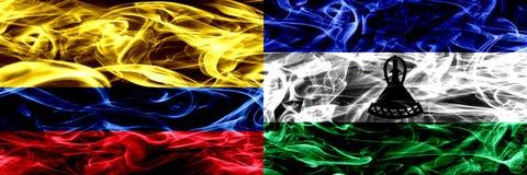 Colombia versus zij aan zij geplaatste de rookvlaggen van Lesotho Dik gekleurde zijdeachtige rookvlaggen van Columbiaans en Lesot stock illustratie