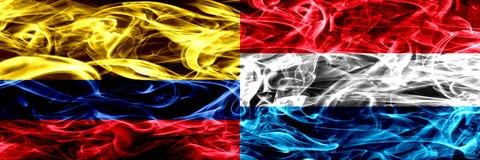 Colombia versus zij aan zij geplaatste de rookvlaggen van Luxemburg Dik gekleurde zijdeachtige rookvlaggen van Columbiaans en Lux royalty-vrije illustratie