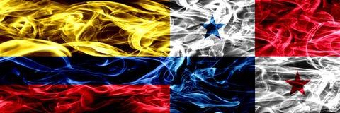 Colombia versus zij aan zij geplaatste de rookvlaggen van Panama Dik gekleurde zijdeachtige rookvlaggen van Columbiaans en Panama royalty-vrije illustratie