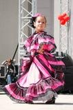 Colombiano realiza danza popular Foto de archivo