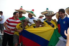 Colombians e mexicanos no campeonato do mundo de FIFA Imagem de Stock Royalty Free