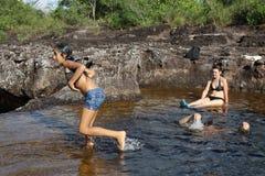 Colombians har en vila på vatten i en grannskap av staden Fotografering för Bildbyråer