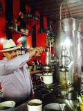 Colombiansk barista Arkivbild