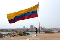 Colombiansk flagga över Cartagena Arkivfoto