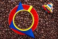 Colombianskt kaffe och en traditionell lantlig buss kallade chiva arkivbilder