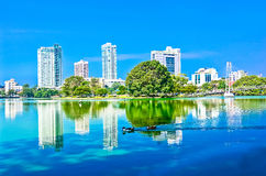 Colombo Beira Lake And Skyline, Sri Lanka Stockbilder