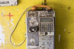 Colombo, Sri Lanka - 15 de febrero de 2017: El teléfono público viejo Foto de archivo libre de regalías