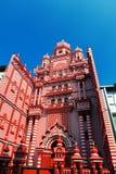 Colombo Sri Lanka - 11 Februari, 2017: Den dekorativa röd-och-vit fasaden av den Jamiul Alfar moskén i hjärtan av Arkivbilder