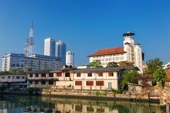 Colombo Sri Lanka - 11 Februari 2017: Panoramautsikt på gamla unga mäns buddistiska assiciation och tornskyskrapor av världen Tra Arkivbilder