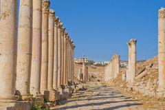 Colonade romano en Jerash, Jordania Foto de archivo libre de regalías