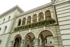 Colonades sur le Bundeshaus image libre de droits