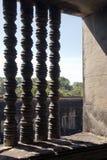 Colonettes de la ventana en el templo del siglo XII de Ankgor Wat imagen de archivo