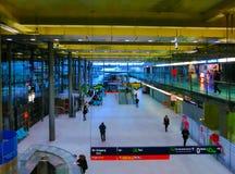 Colonia, Alemania - 12 de diciembre de 2017: La vista interior del aeropuerto de Colonia Bonn imagen de archivo