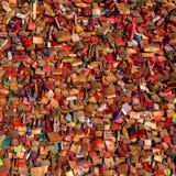 Colonia, Germania - 19 gennaio 2017: Un mazzo di amore fissa il ponte di Hohenzollern Fotografia Stock Libera da Diritti
