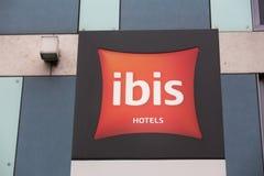 Colonia, Renania settentrionale-Vestfalia/Germania - 26 11 18: gli hotel dell'ibis firma dentro Colonia Germania fotografie stock libere da diritti