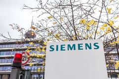 Colonia, Renania settentrionale-Vestfalia/Germania - 02 12 18: l'edificio di Siemens firma dentro Colonia Germania fotografia stock