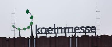 Colonia, Rin-Westfalia del norte/Alemania - 26 11 18: el koelnmesse firma adentro el cologne Alemania imagen de archivo