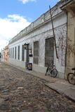 Colonia, rua velha de Uruguai imagem de stock royalty free