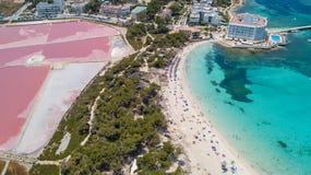 Colonia Sant Jordi, Μαγιόρκα Ισπανία Καταπληκτικό κάθετο εναέριο τοπίο κηφήνων της γοητευτικής παραλίας Estanys στοκ εικόνα