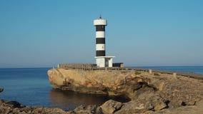 Colonia-Sant Jordi, Mallorca, Spanien Der Leuchtturm und die Felsen um das Dorf morgens stock video