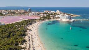Colonia Sant Jordi, Mallorca Spanien Flyg- landskap f?r fantastiskt surr av den charmiga Estanys stranden karibiska f?rger arkivfoto