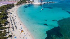 Colonia Sant Jordi, Mallorca Spanien Flyg- landskap f?r fantastiskt surr av den charmiga Estanys stranden karibiska f?rger arkivfoton
