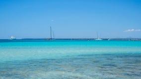 Colonia Sant Jordi, Spanien F?rbluffa landskap av den charmiga stranden Es Trenc royaltyfri fotografi