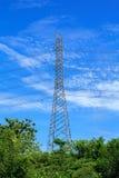 Colonna ad alta tensione elettrica del metallo Fotografia Stock Libera da Diritti