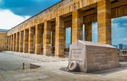 Colonna antica vicino alla tomba Fotografia Stock Libera da Diritti