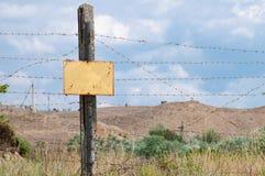 Colonna con un segno di proibizione Fotografie Stock Libere da Diritti