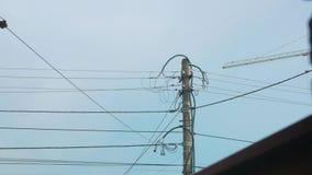 Colonna dei cavi di elettricità stock footage