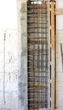 Colonna del calcestruzzo di rinforzo fotografia stock libera da diritti