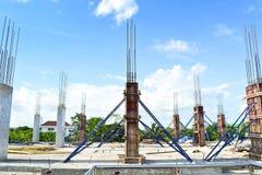 Colonna del cemento della costruzione nel sito della costruzione Fotografia Stock Libera da Diritti