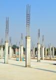 Colonna del cemento nel sito della costruzione Immagine Stock