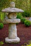 Colonna del Giappone nel giardino di zen immagini stock libere da diritti