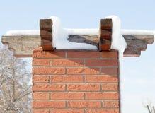 Colonna del mattone con il tetto di legno Fotografie Stock