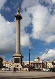 Colonna del Nelson nel quadrato di Trafalgar di Londra Immagine Stock